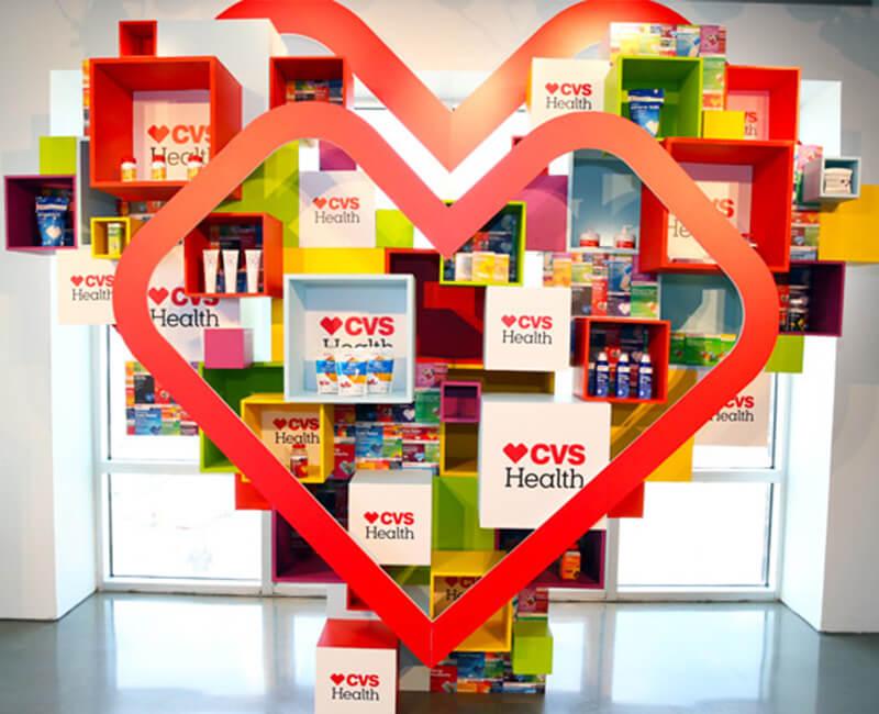 نمایی از استند های محصولات CVS که اشاره مستقیم به سلامت دارد نه به درمان